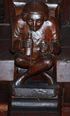 Sculpture du buveur dans le manoir de la Salamandre d'Etretat