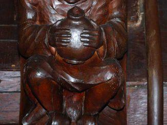 Le pèlerin sculpté au maoinr d'Etretat