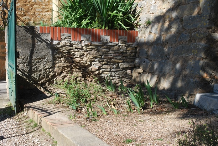 Les fouilles illégales de fin 2018 ont été rebouchées près de l'église du village de Rennes-le-Château