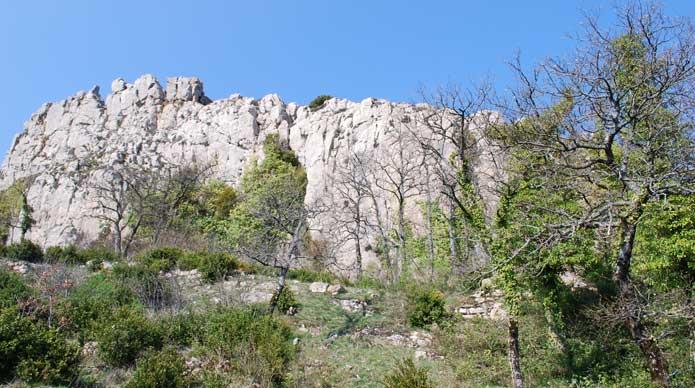 Remparts du château du Bézu