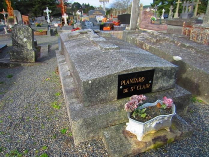 Dans les pas de Pierre Plantard avec la tombe d'Amélie Raulo, mère de Pierre Plantard