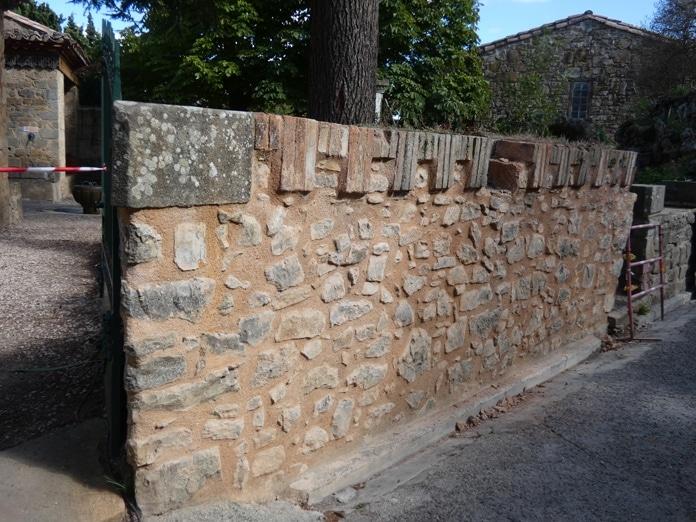 La murette du jardin du Calvaire sera démolie lors des travaux 2019
