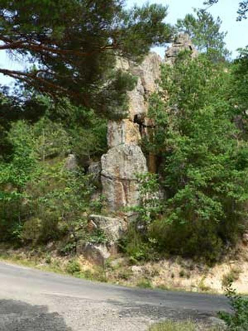 Le Pas de la Roque, en dessous de Lavaldieu avec au premier plan l'ancienne voie romaine de la chanson de Roland