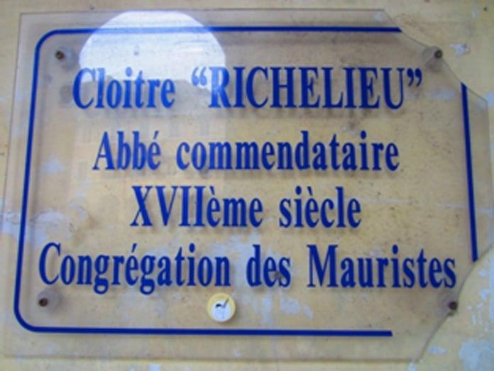 La plaque commémorant le passage de Richelieu - Hemeac ©