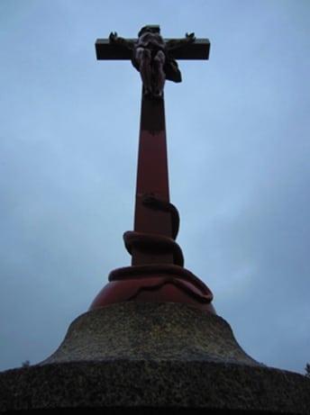 Le serpent rouge au pied de la croix dans les pas de Pierre Plantard