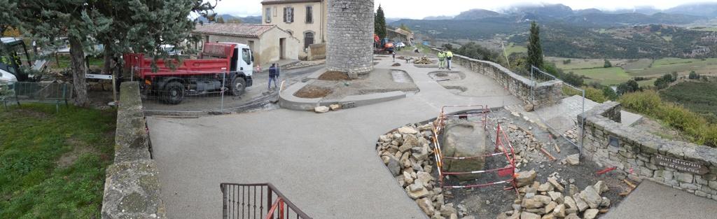 Les travaux se poursuivent également autour du château d'eau.