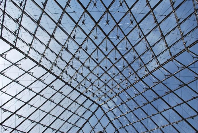 Les 666 losanges de la pyramide du Louvre