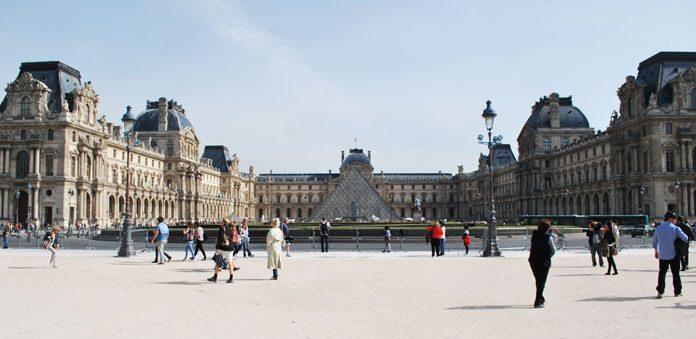 La grande pyramide du Louvre à Paris (Gazette de Rennes-le-Château ©)