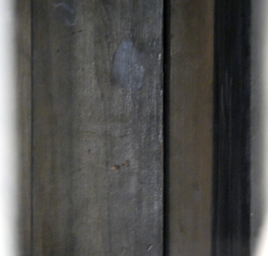 Porte cachée au fond du placard de la sacristie de l'église de Rennes-le-Château