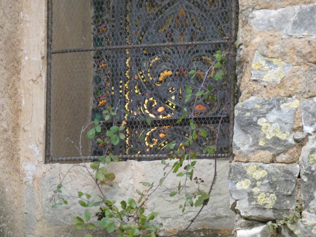 Le vitrail du 17 janvier éclairé à Rennes-le-Château