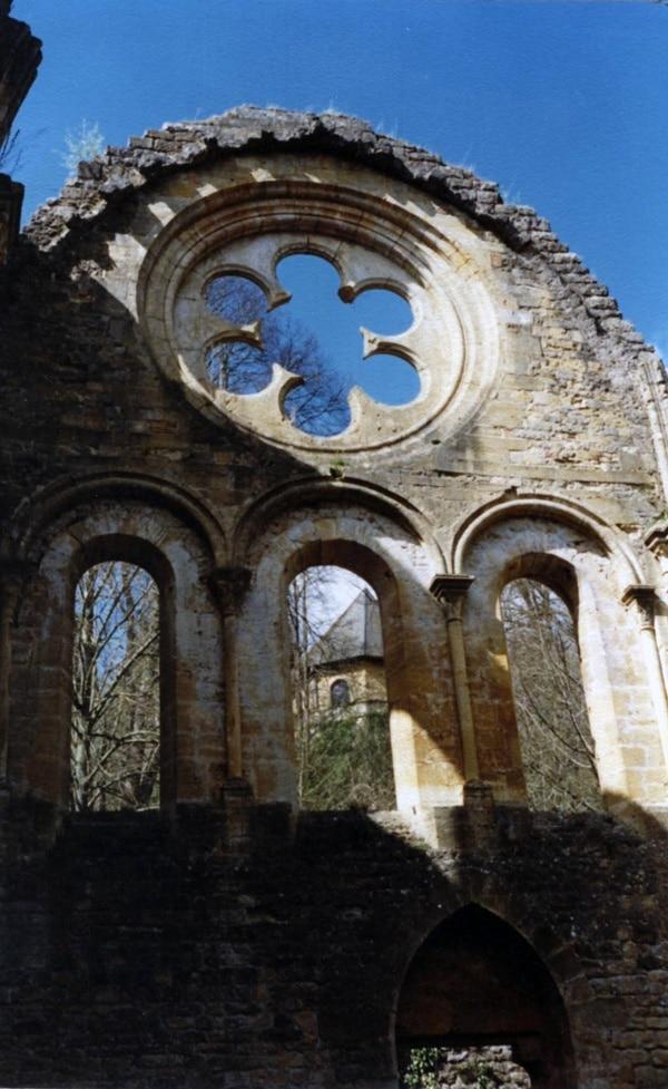 Ruines de l'église de l'abbaye d'Orval