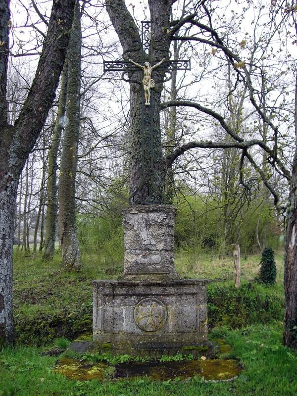 La croix de Charmoy sur le territoire de Stenay ville du diable