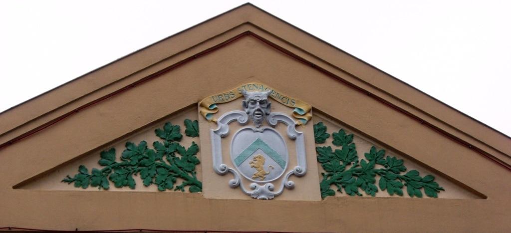 Diable sur le fronton de la Salle des Fêtes de Stenay
