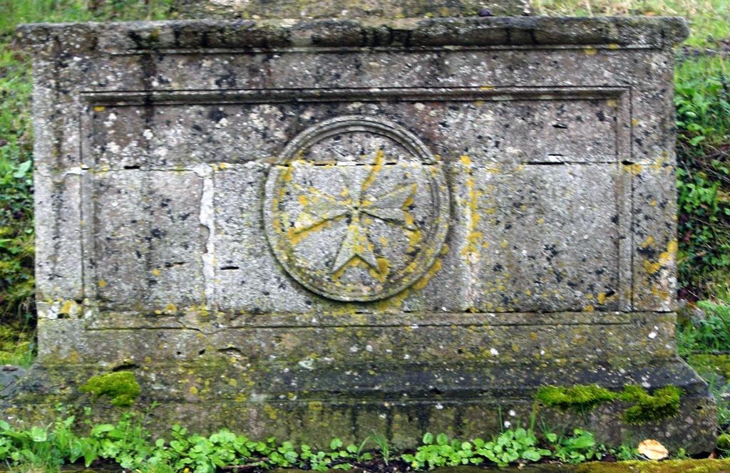Glyphe des Chevaliers Saint-Jean de Jérusalem dénommé de nos jours Ordre de Malte sur le territoire de Stenay ville du diable