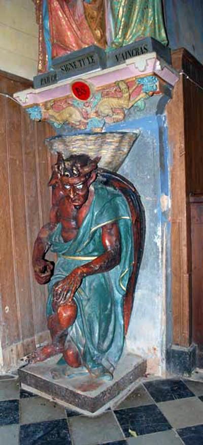 Le diable soutenant le bénitier à l'entrée de l'église de Rennes-le-Château - © Johan Netchacovitch