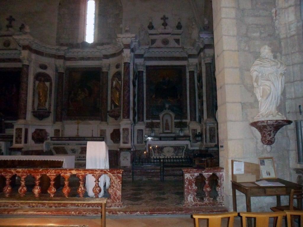 Axe du regard de la Vierge noire de Notre-Dame du Cros