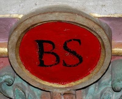Le bénitier de l'église de Rennes-le-Château est surmonté d'un cartouche BS comme Bérenger Saunière ou Blanque et Salz ou Boudet et Saunière ?