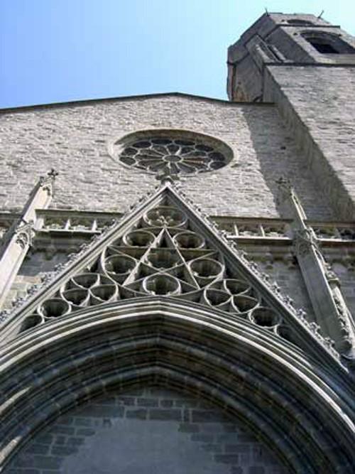 Etoile à 5 branches sur la façade de l'église Saint Vincent de Carcassonne