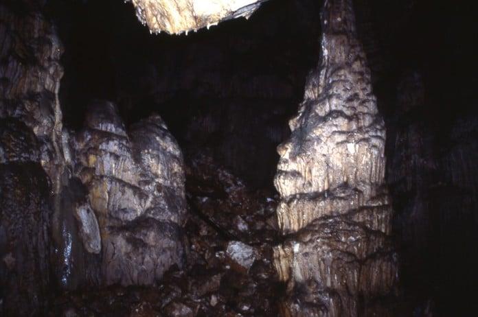 Piliers - Intérieur de la grotte - Source Catherine Ungar
