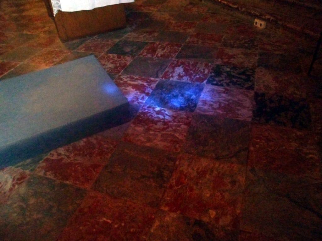 Lumière bleue de la Vet pomme bleue à Notre-Dame du Cros