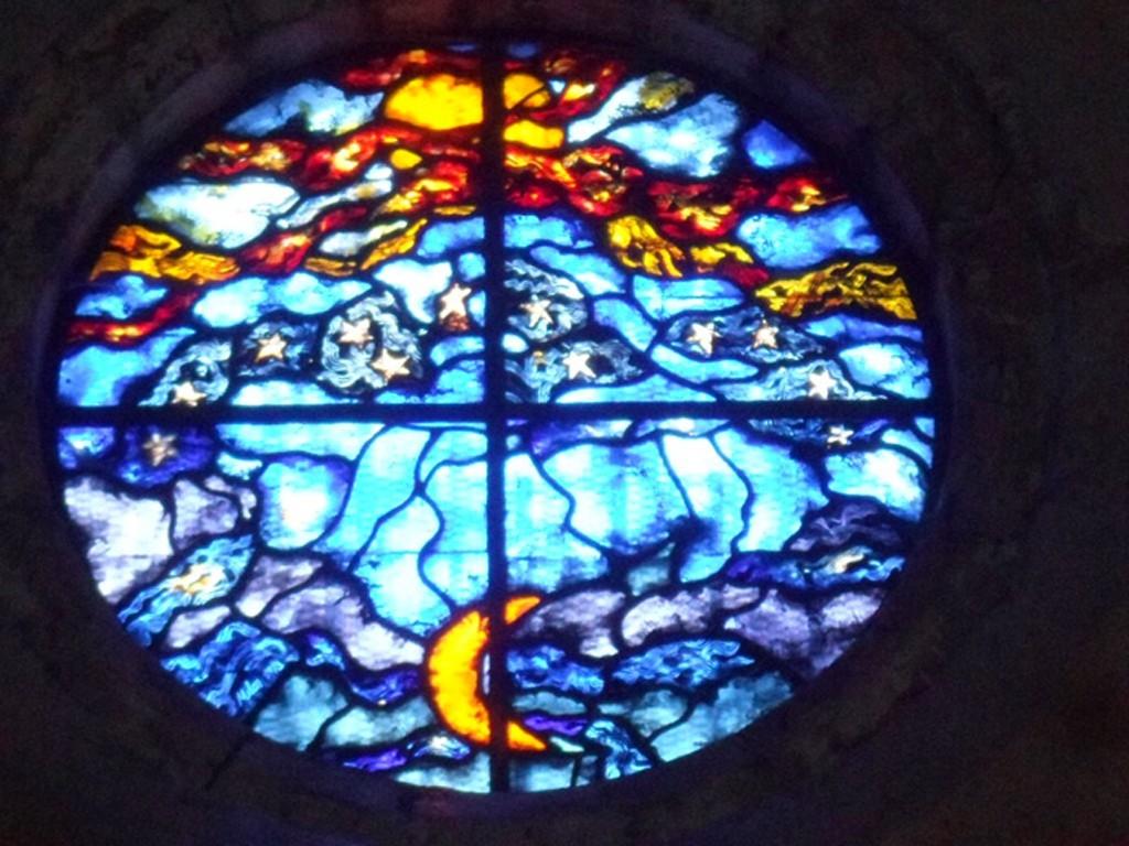 Le vitrail apocalyptique de Notre-Dame du Cros