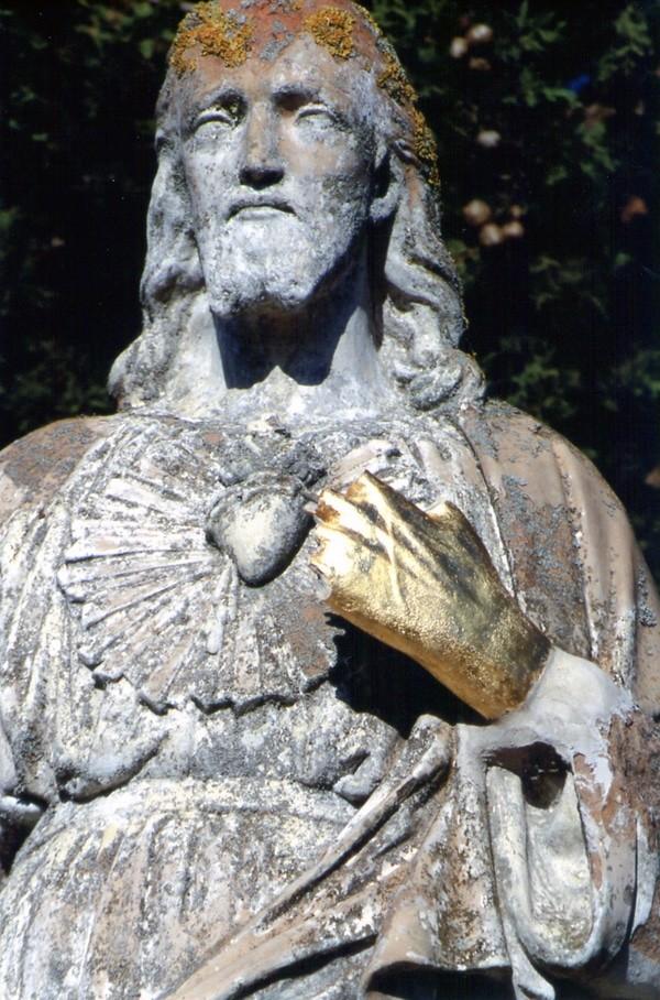 Le Jésus ou Christ d'Antugnac avec sa main gauche en mauvais état fin des années 80