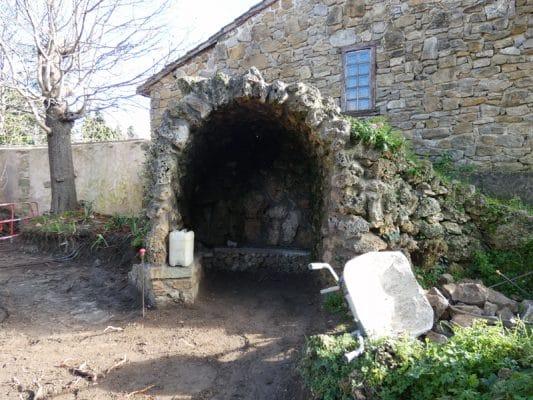 News : Une des grottes du jardin du calvaire attenant à l'église de Rennes-le-Château