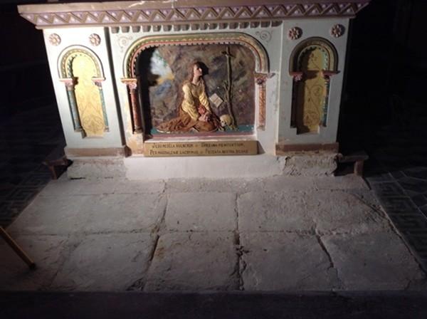 Visites guidées de l'entrée de la crypte de l'église de Rennes-le-Château