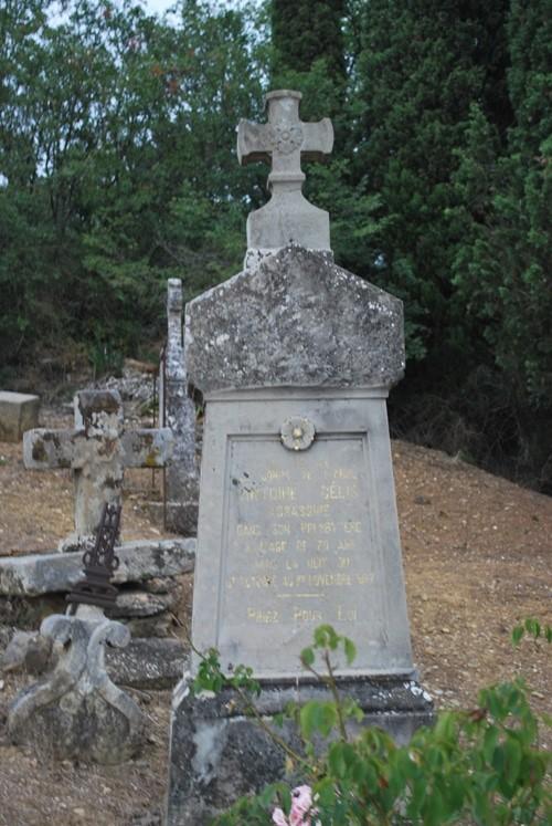 La tombe de l'abbé Gélis, curé de Coustaussa, assassiné !