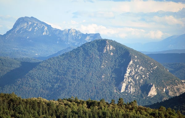 News : Le pech Cardou vu depuis le hameau de Saint-Salvayre
