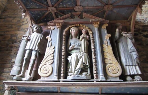 La chapelle de la Vierge : statues d'Olivier de Clisson, de la Vierge à l'enfant et de Saint Bernard