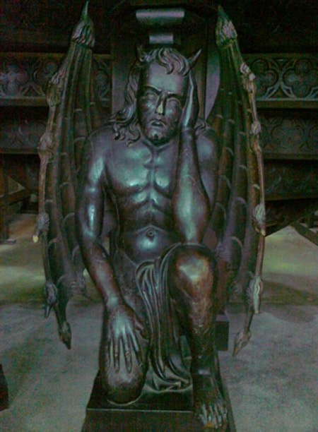 Le diable soutenant la chaire de l'église de Campénéac