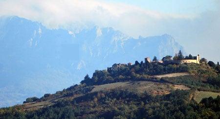 News : Le belvédère de Rennes-le-Château avec le pech de Bugarach vus depuis les hauteurs de Fa