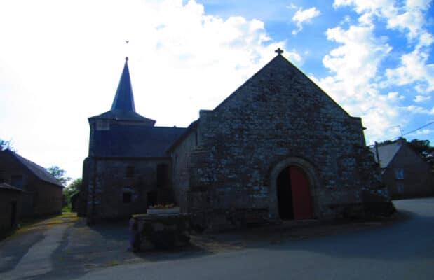 La chapelle Saint-Gobrien près de l'église du graal