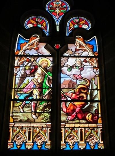 Saint Michel qui s'y frotte et terrasse le dragon proche de l'église de l'abbé Gillard