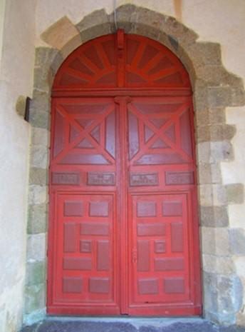 """La """"Porte du Ciel"""" à l'entrée de l'église Saint Pierre de Mauron"""