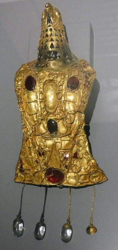News : Fibule en forme d'aigle du trésor de Pietroasa (Roumanie).