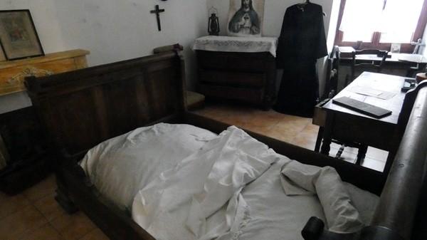 La chambre de l'abbé Antoine Gélis dans le presbytère de Coustaussa