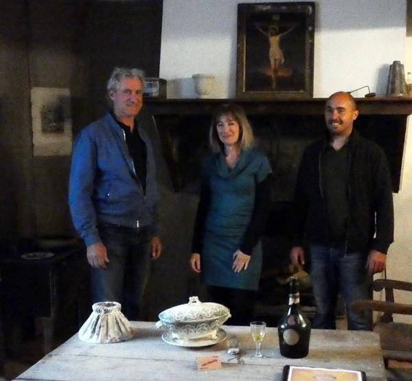 Visites guidées à Coustaussa : de gauche à droite, le maire de Coustaussa, Monsieur Didier Tricoire, Stéphanie Buttegeg et le premier adjoint, Monsieur Romain Huillet.