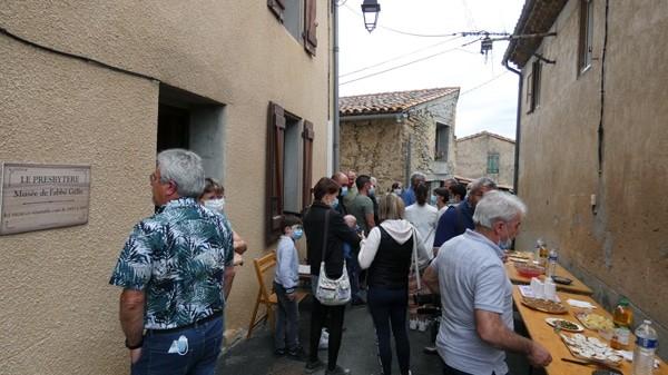 Les villageois de Coustaussa lors de l'inauguration du musée Gélis