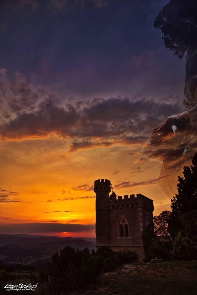 Photo de la Tour Magdala au soleil couchant à Rennes-le-Château en clair-obscur
