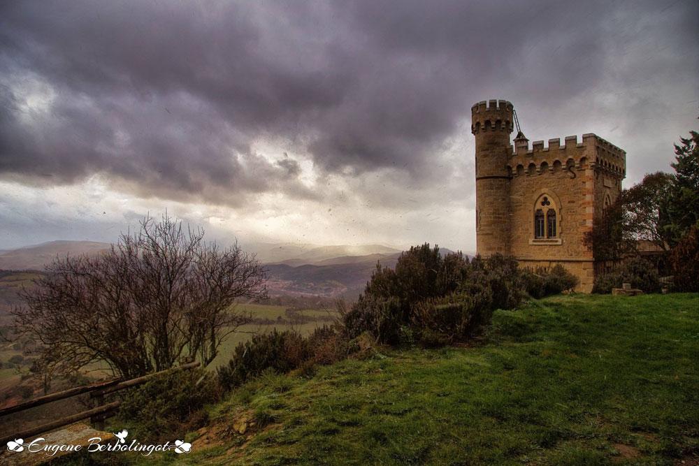 Eugène Berbolingot transmet ses sensations étranges à la vue des nuages menaçants au-dessus de la tour Magdala !
